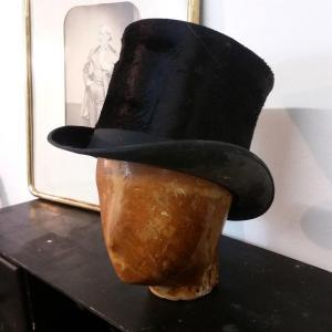 2 tete et chapeau haut de forme