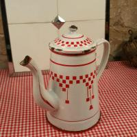 3 cafetiere emaillee blanche et rouge