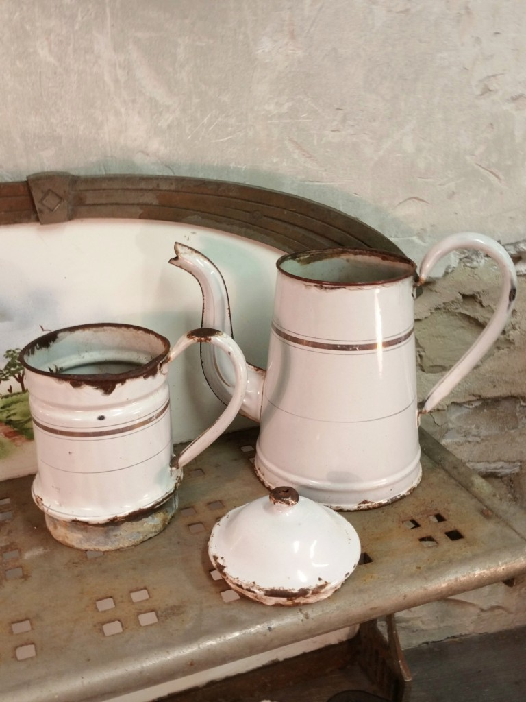 3 cafetiere emaillee blanche grande