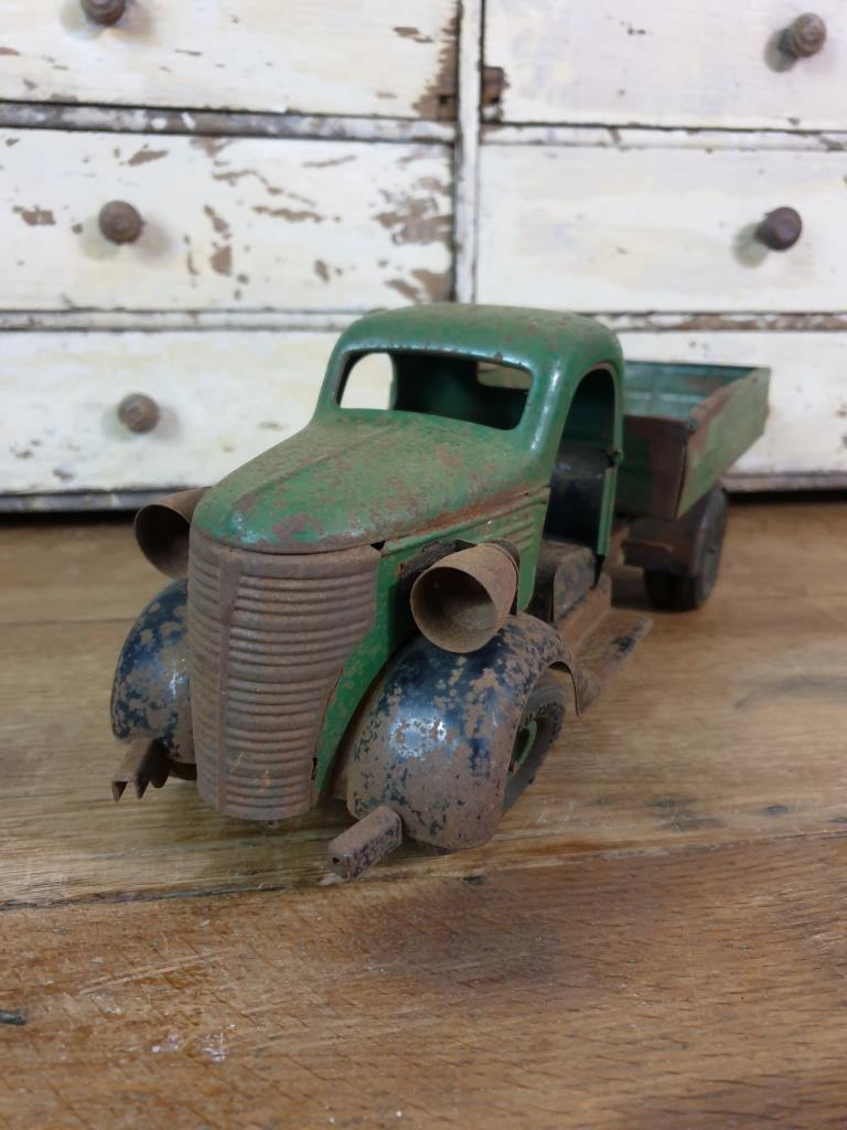 3 camion en tole vert