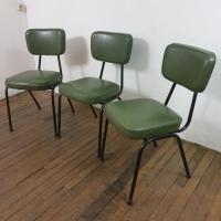 3 chaises vertes vintage