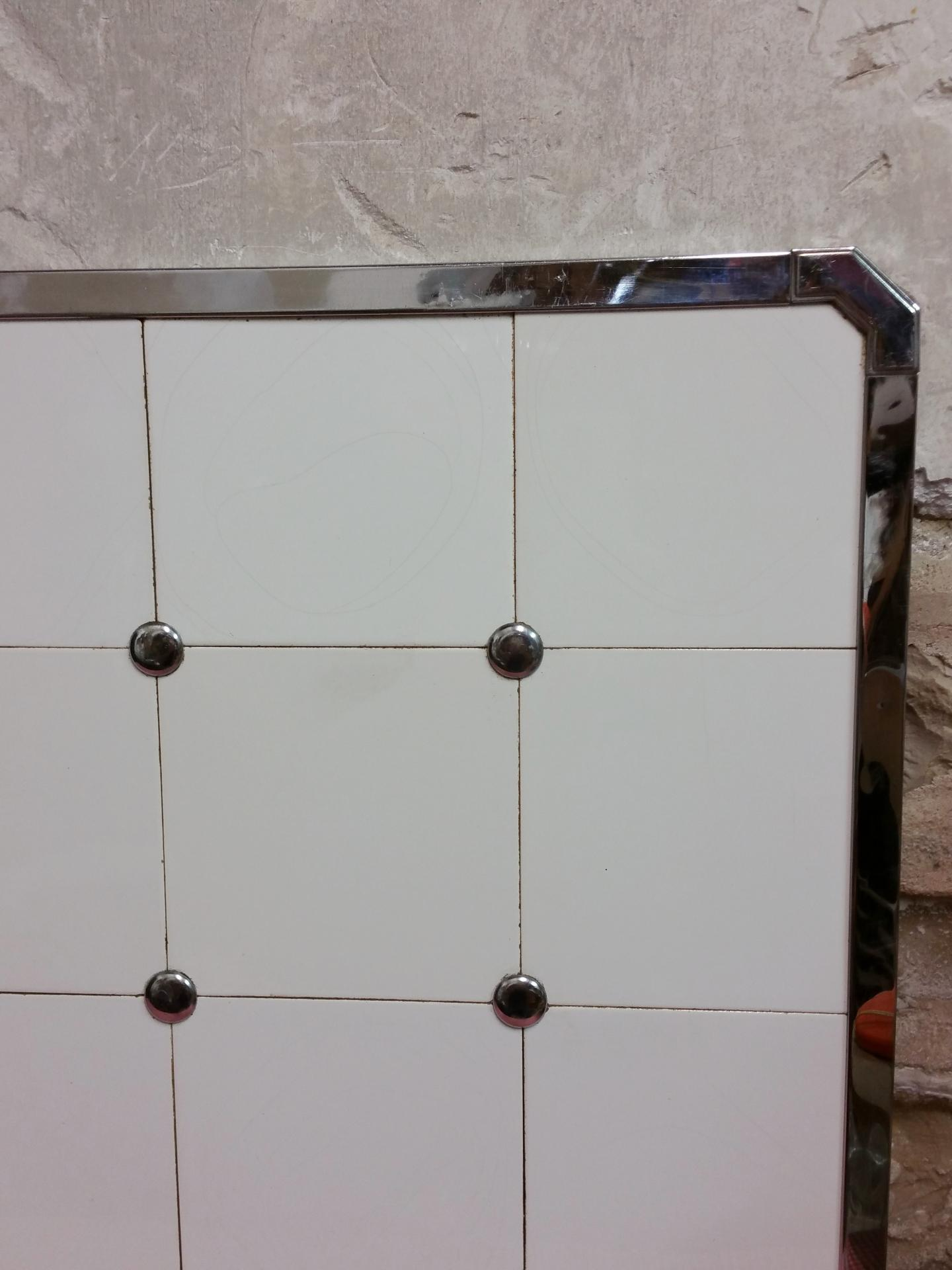 ancienne cr dence de cuisine cr dence en carreaux de fa ence blanche. Black Bedroom Furniture Sets. Home Design Ideas