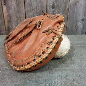 3 gant et balle de base ball