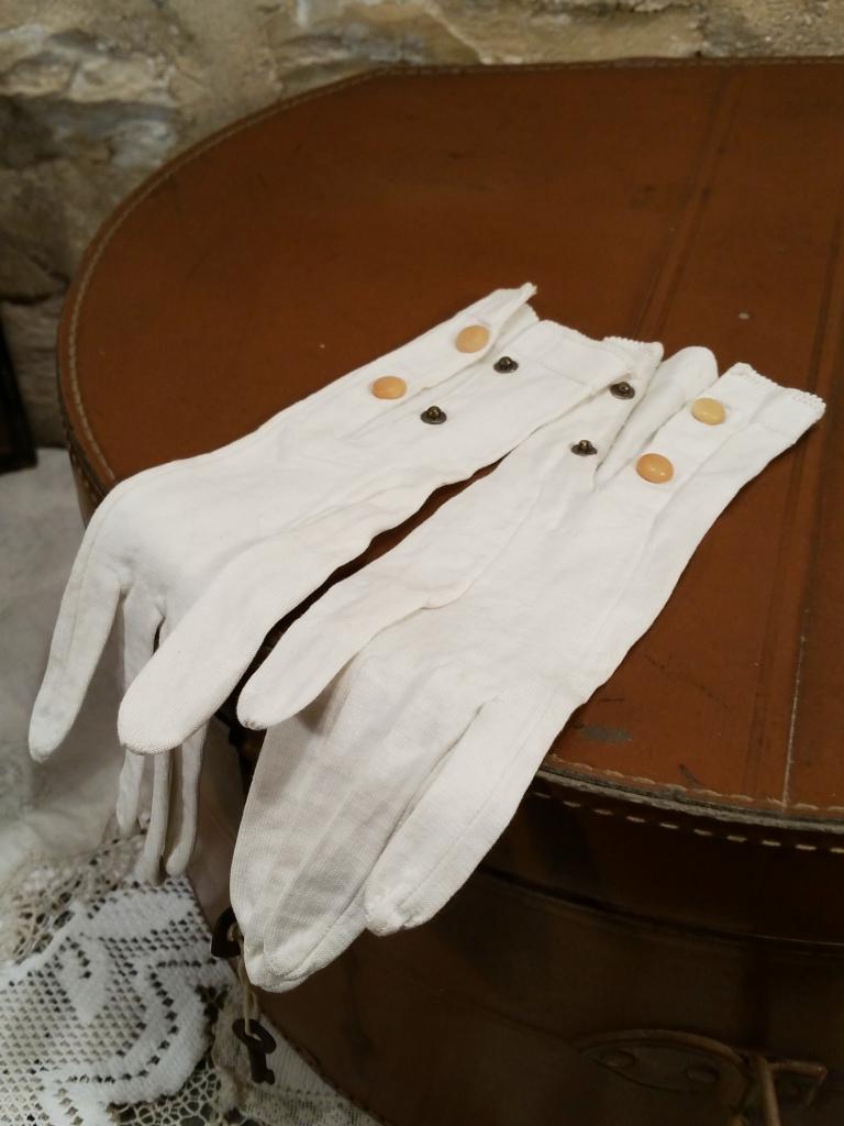 3 gants blancs