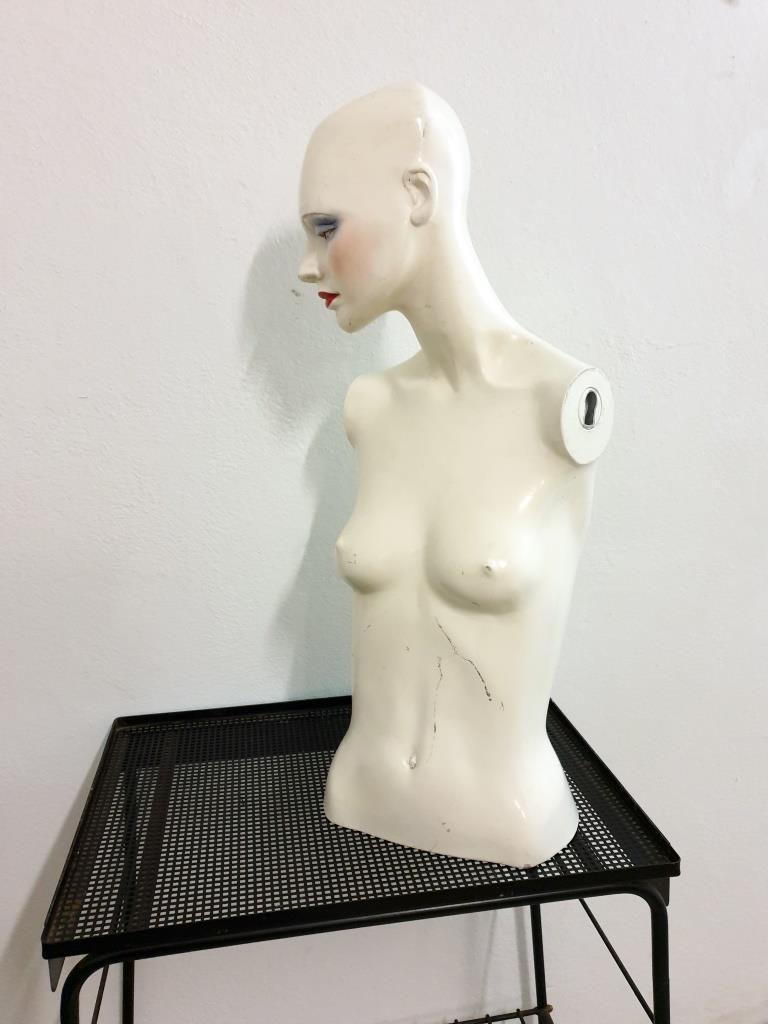 3 mannequin 70
