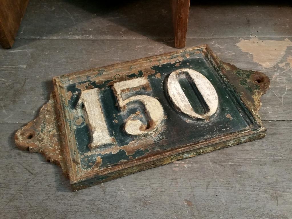3 plaque de rue fonte 150