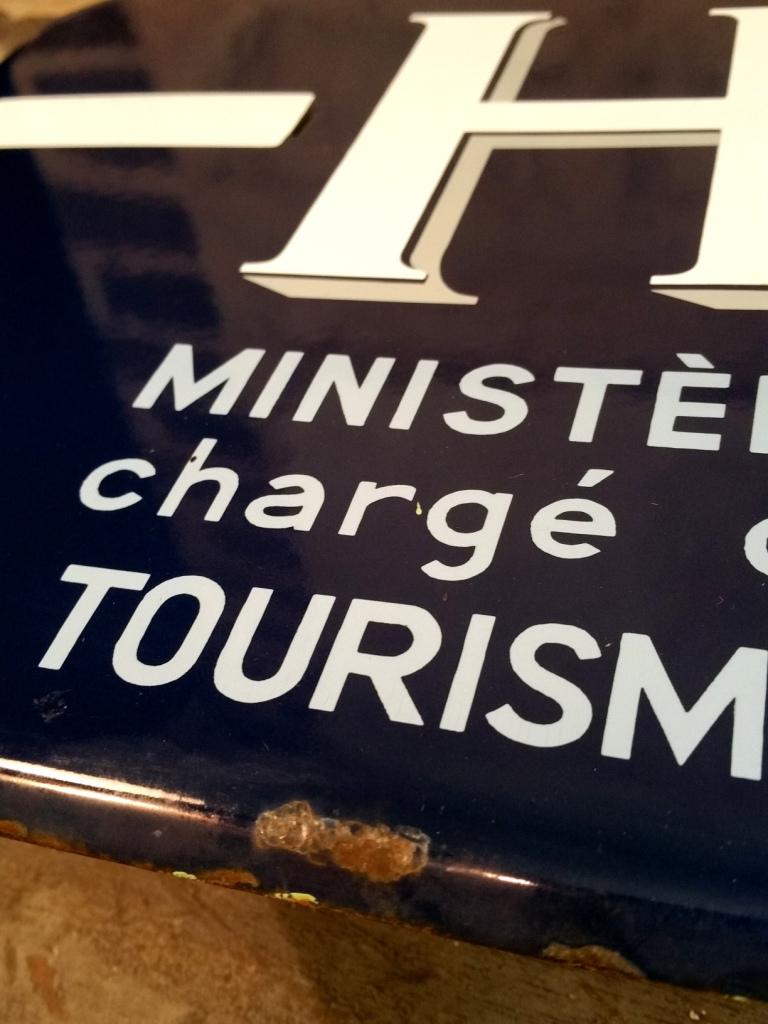 3 plaque hotel de tourisme