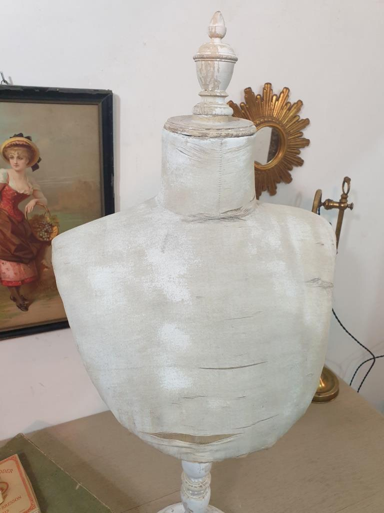 3 presentoir buste blanc 2
