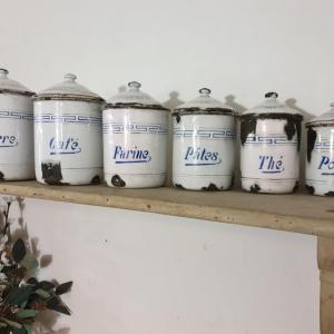 3 serie de pots a epices blanc et bleu emaille
