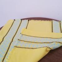 3 serviettes jaunes