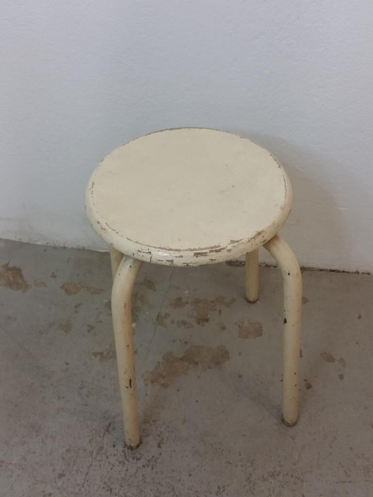 3 tabouret d atelier blanc