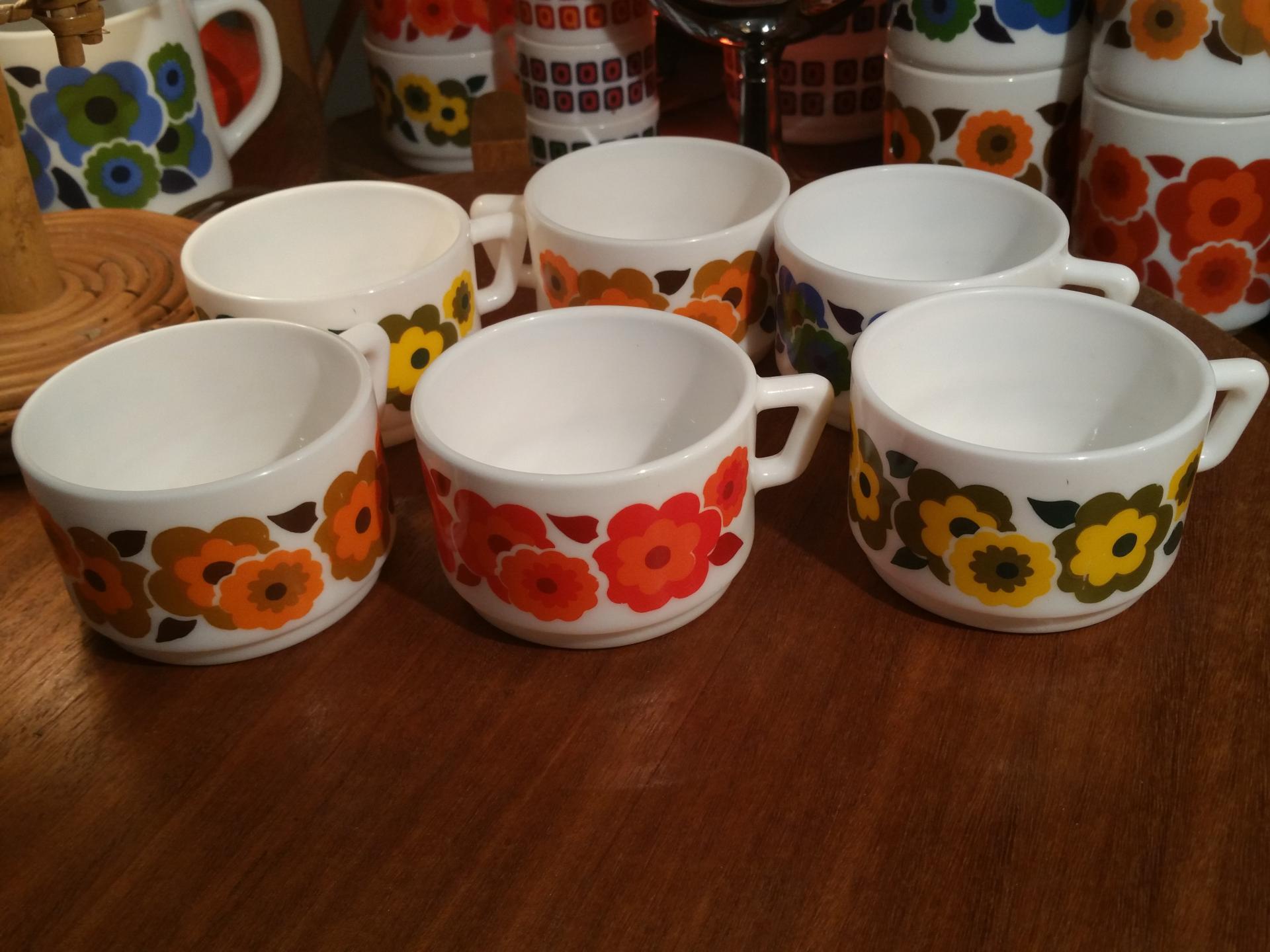 3 tasses a cafe lotus