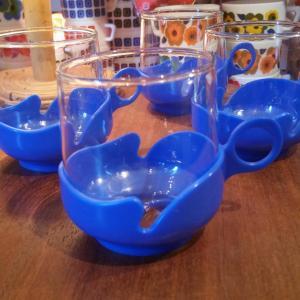 3 tasses bleues