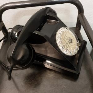 3 telephone noir bakelite