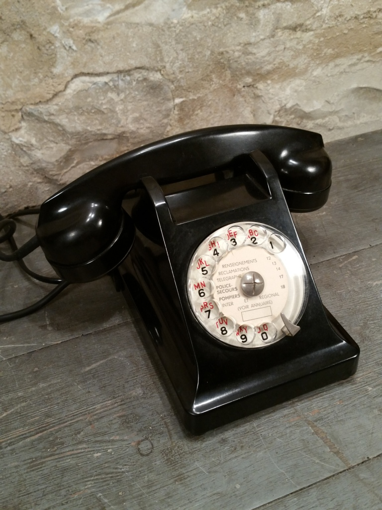 3 telephone noir