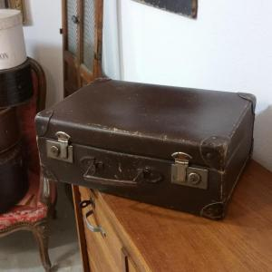 3 valise en carton bouilli marron