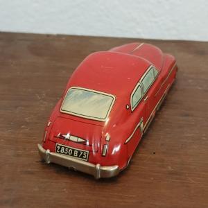 3 voiture en tole rouge 1