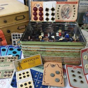 4 boite de boutons anciens