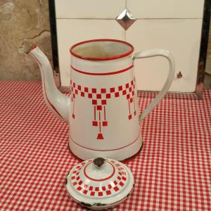 4 cafetiere emaillee blanche et rouge