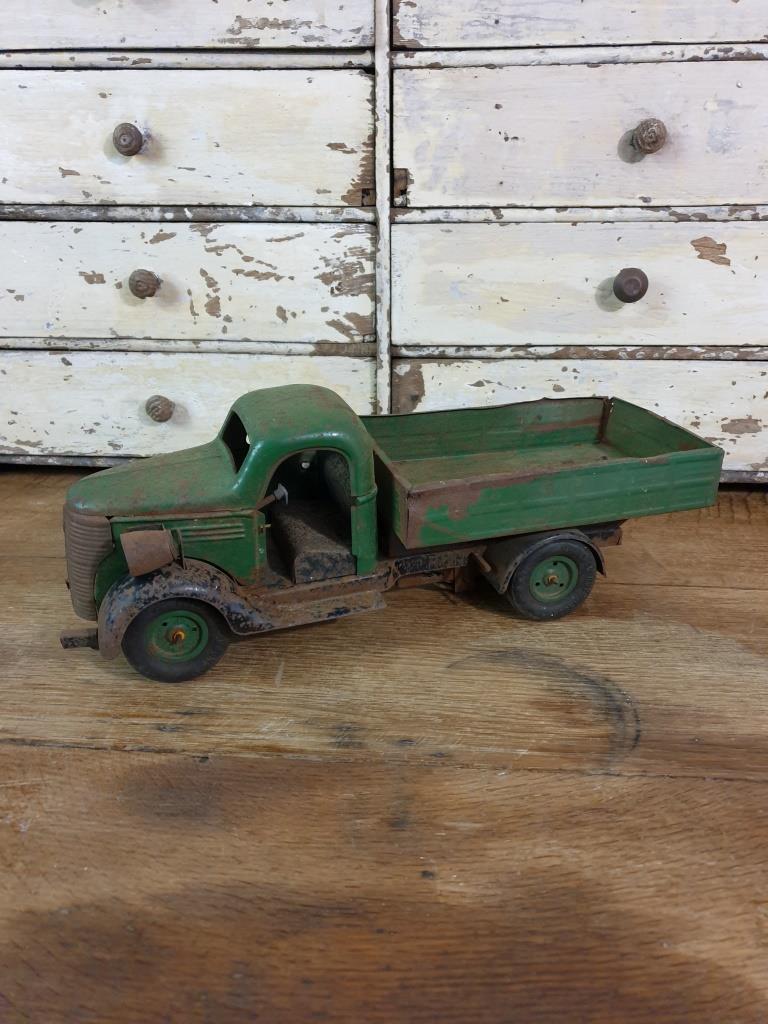 4 camion en tole vert