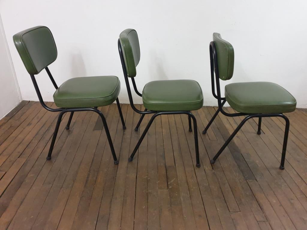 4 chaises vertes vintage