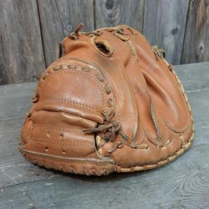 4 gant et balle de base ball