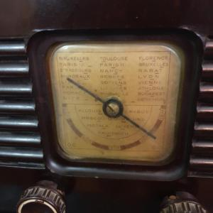 4 radio bakelite