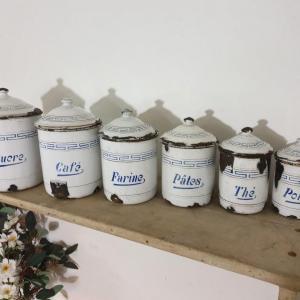 4 serie de pots a epices blanc et bleu emaille
