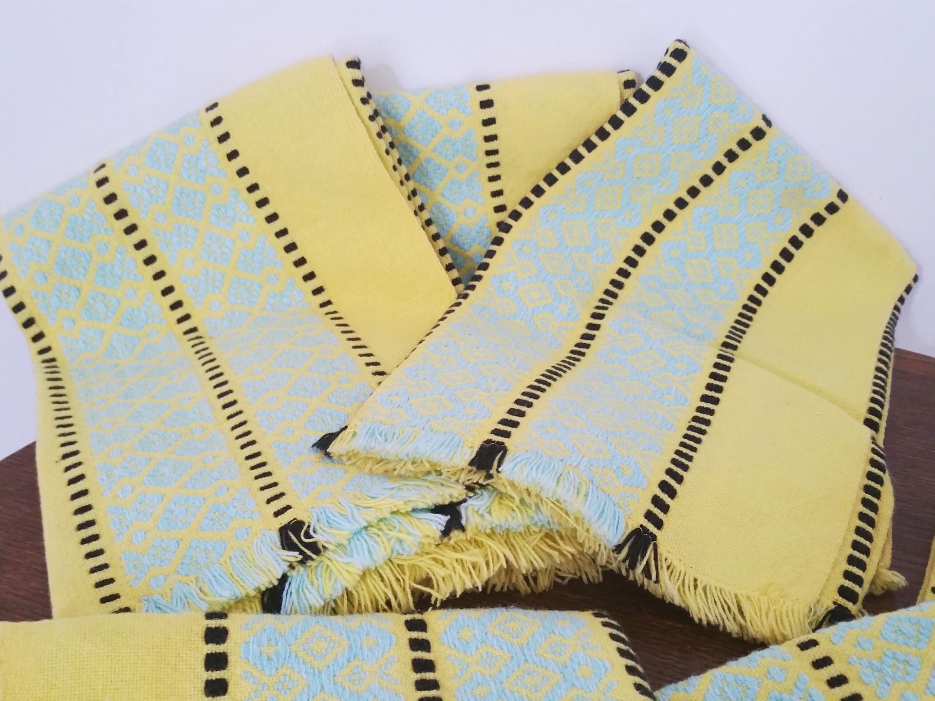 4 serviettes jaunes