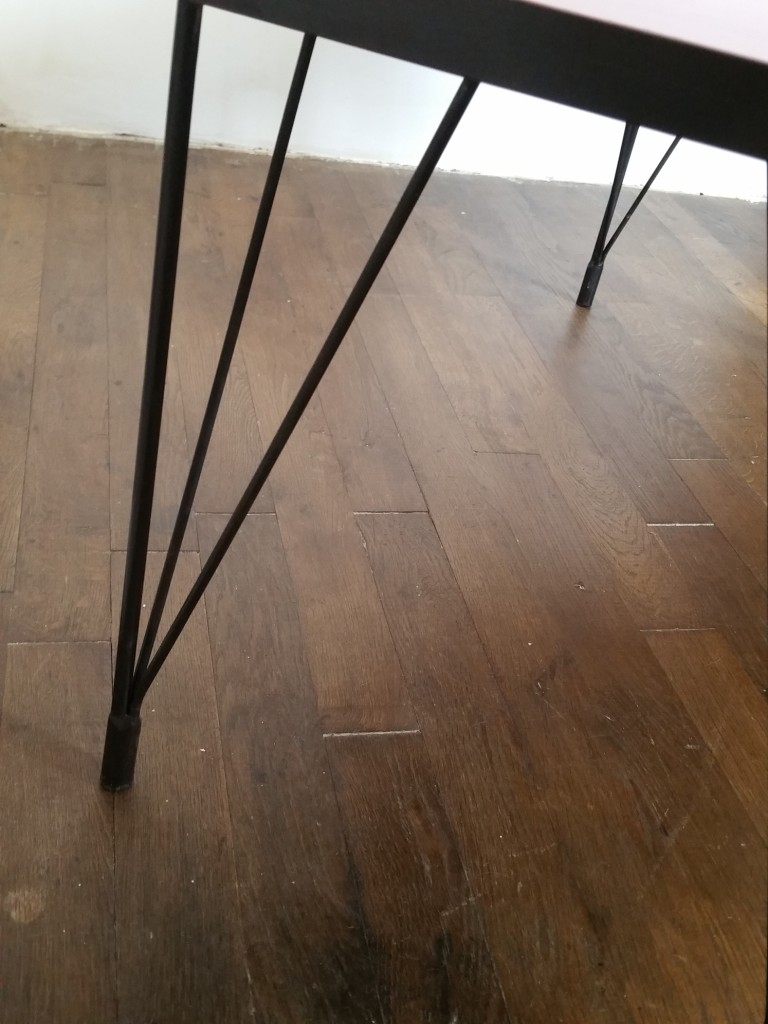 4 table basse formica rouge