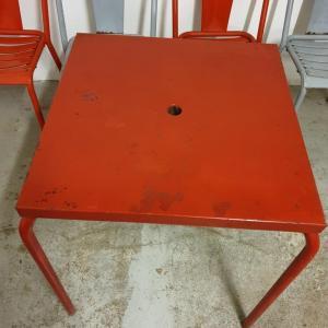 4 table et chaises tolix de bistrot