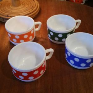 4 tasses a pois