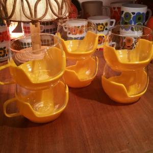 4 tasses jaunes