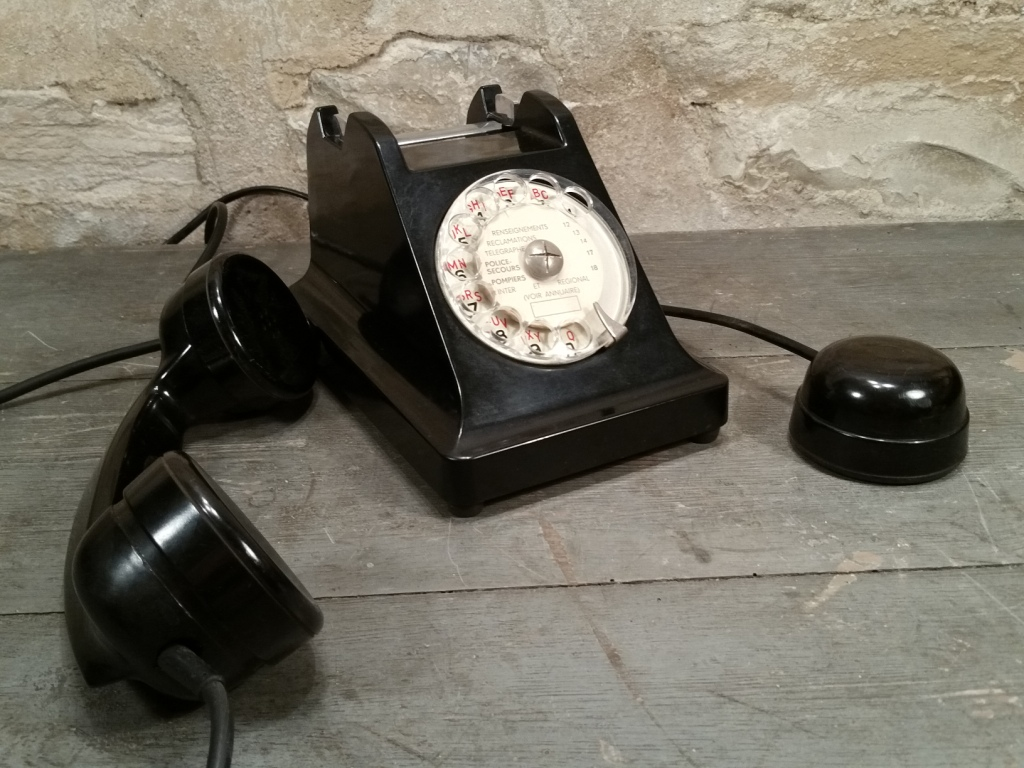 4 telephone noir
