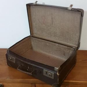 4 valise en carton bouilli marron