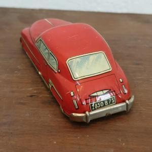 4 voiture en tole rouge 1