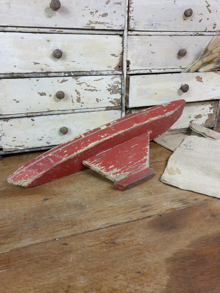5 bateau de bassin coque rouge