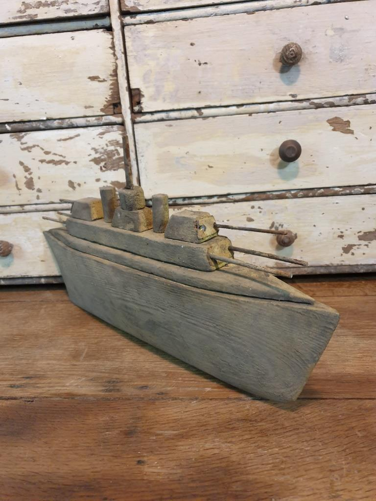 5 bateau navire de guerre naif
