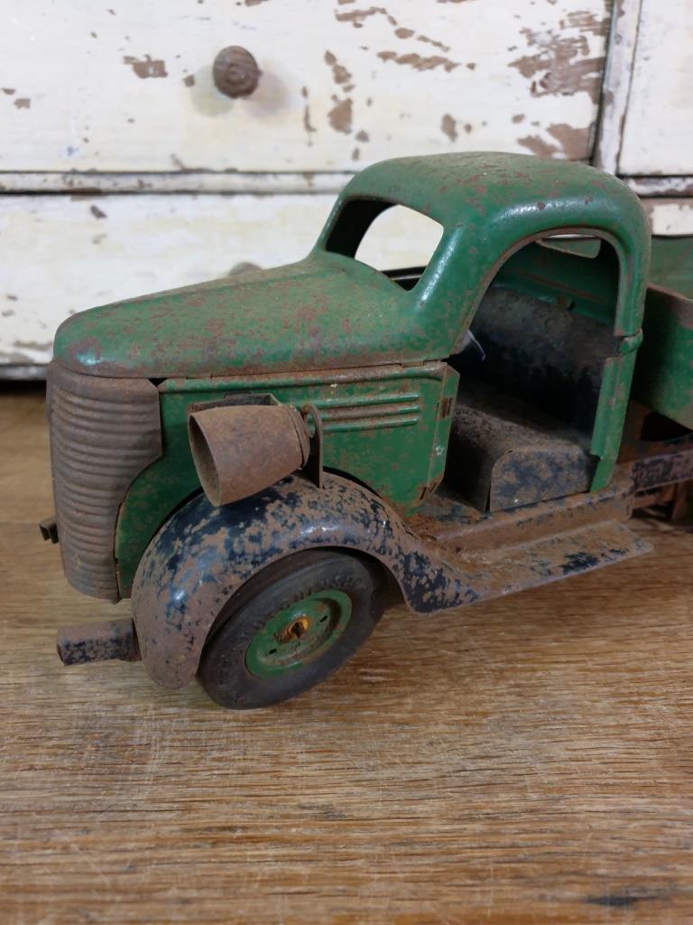 5 camion en tole vert