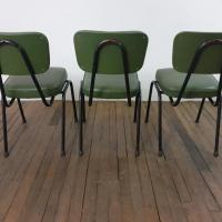 5 chaises vertes vintage