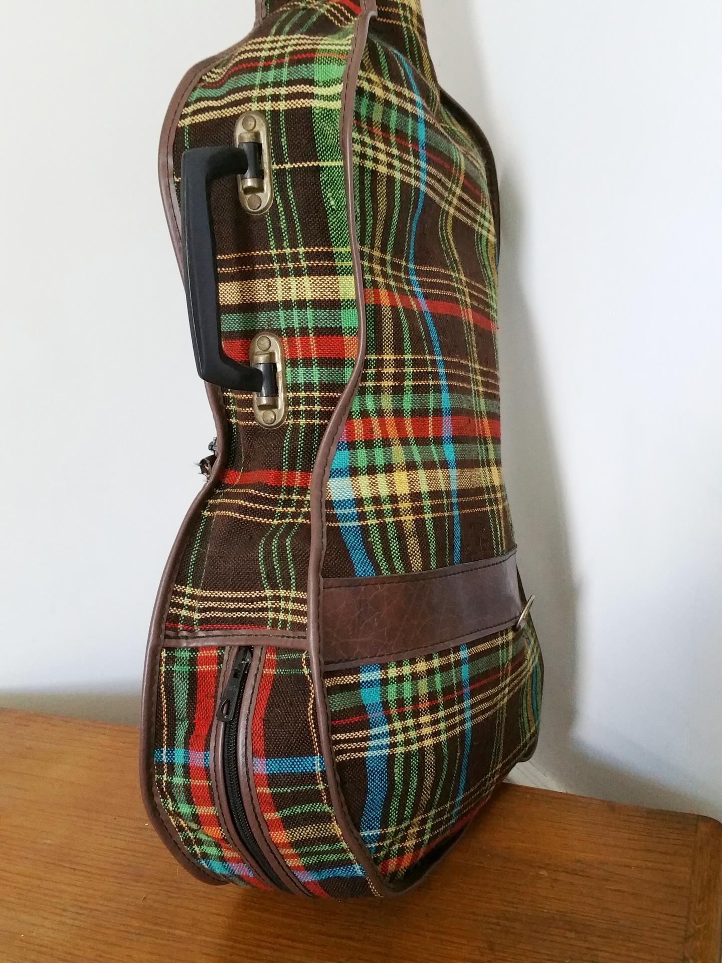 5 housse de guitare tissu ecossais