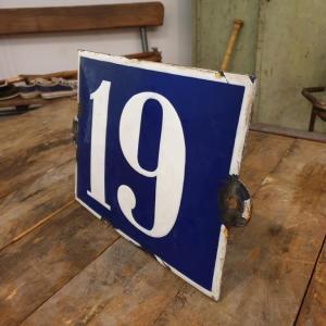5 plaque de rue emaillee n 19