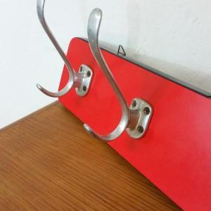 5 porte manteau formica rouge