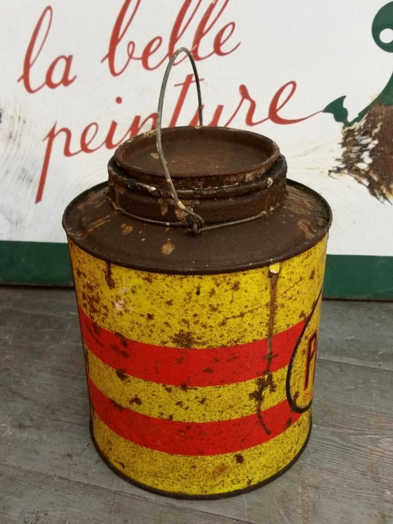 ancien pot de peinture à l'huile de lin atelier vintage industriel