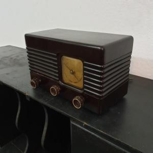 5 radio bakelite