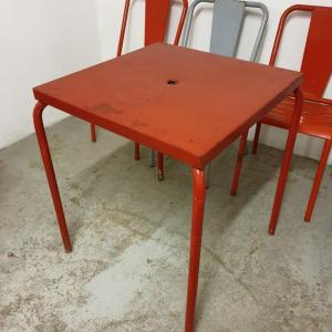 5 table et chaises tolix de bistrot