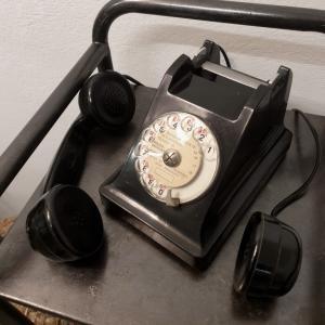 5 telephone noir bakelite