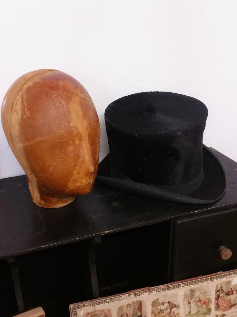 5 tete et chapeau haut de forme