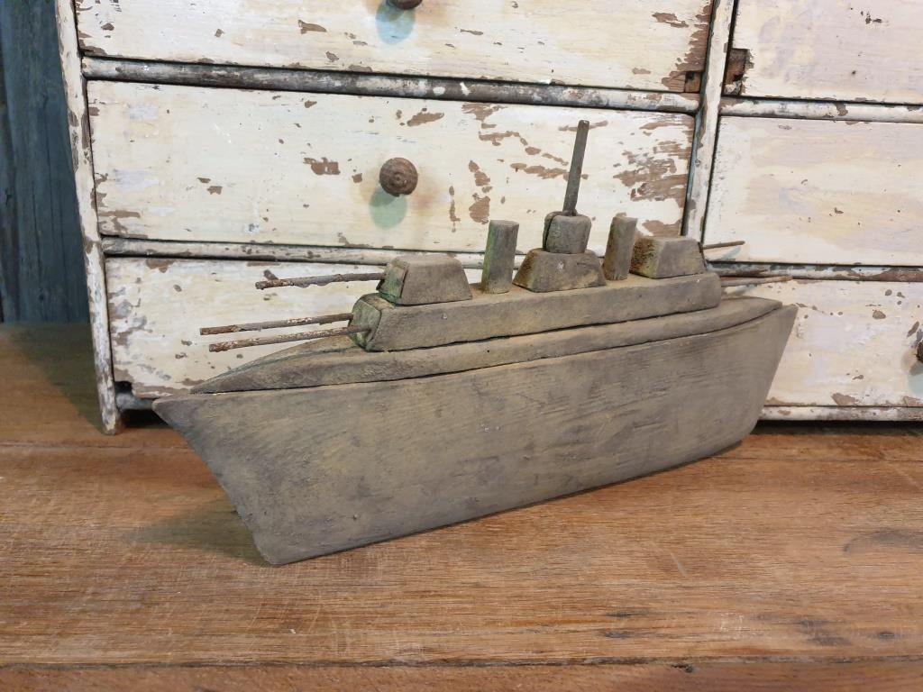 6 bateau navire de guerre naif