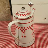 6 cafetiere emaillee blanche et rouge